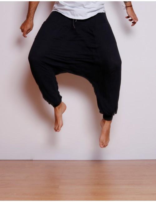 Pantalón Aladino de hombre Negro, hecho a mano en Medellín, Colombia.