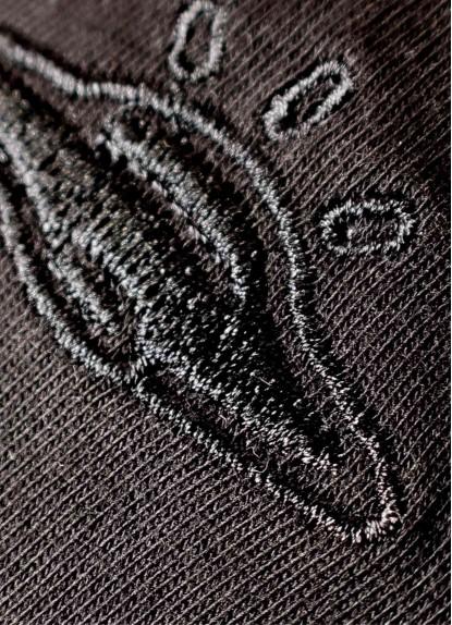 Camiseta Básica Negra detalle